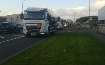 Over 100 lorries take part in Donegal protest against hard border