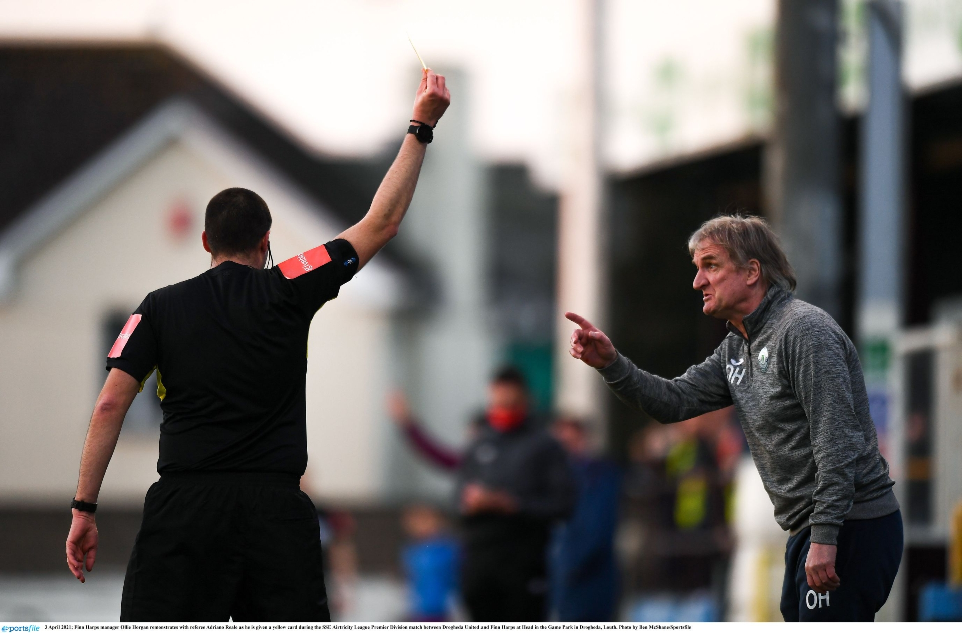 Finn Harps manager Ollie Horgan remonstrates with referee Adriano Reale. Photo: Ben McShane/Sportsfile